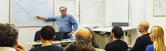 Carlo Bettini durante una lezione di nautica